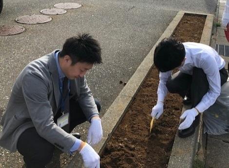 花壇整備10月24日-3-2.jpg